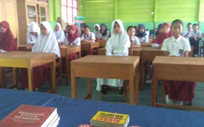 Para siswa SD-SMP Satu Atap Popayato/Foto: Yahya Moiyu